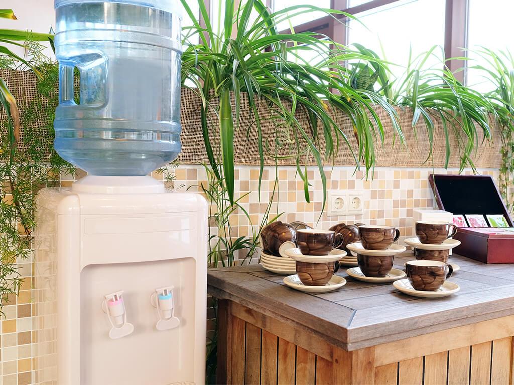 Кулер для воды на кухне