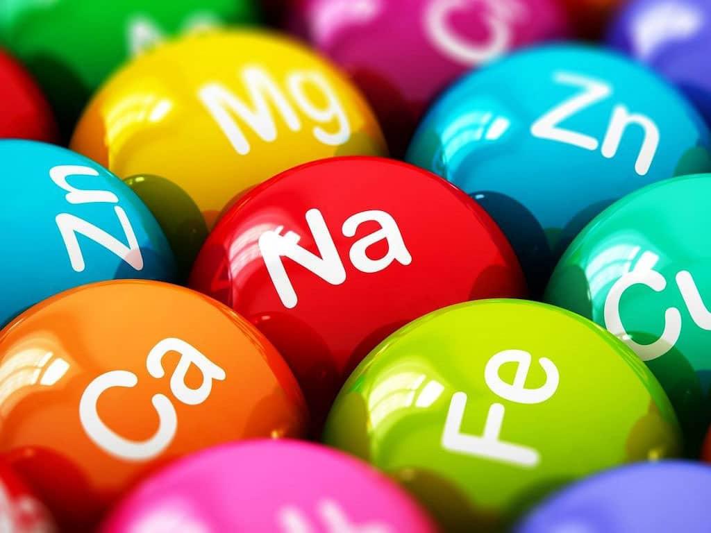 Разноцветные шарики с названиями микроэлементов