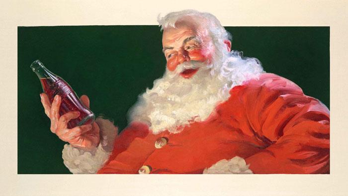 Санта Клаус смотрит на бутылку