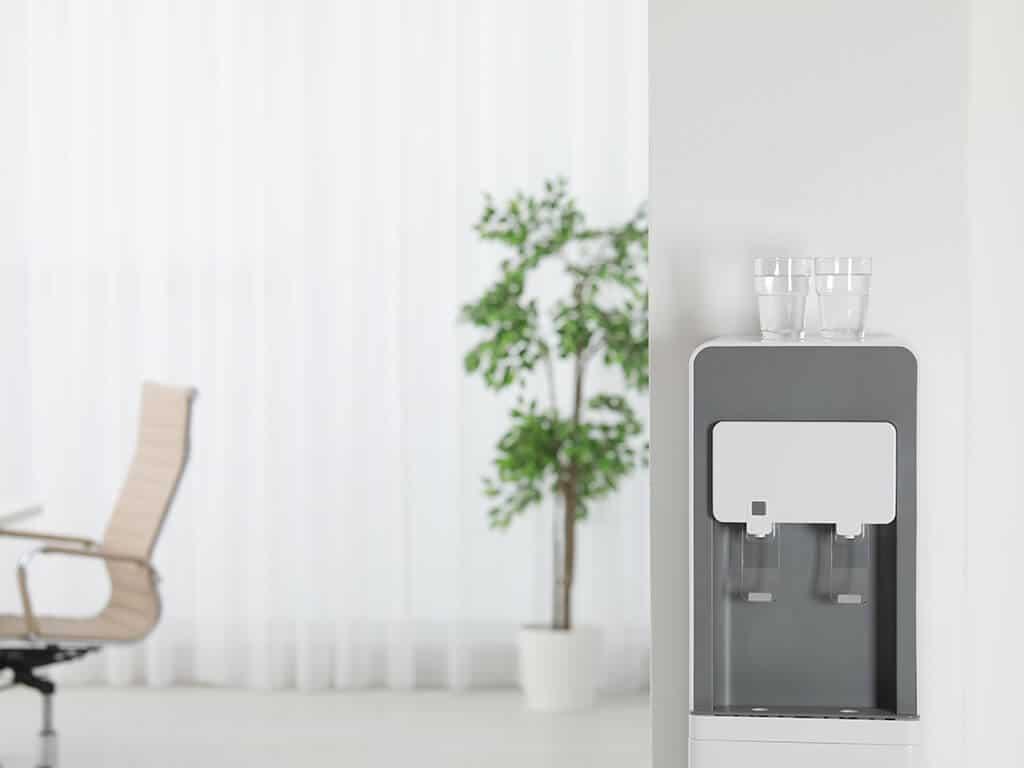 Кулер для воды в офисе